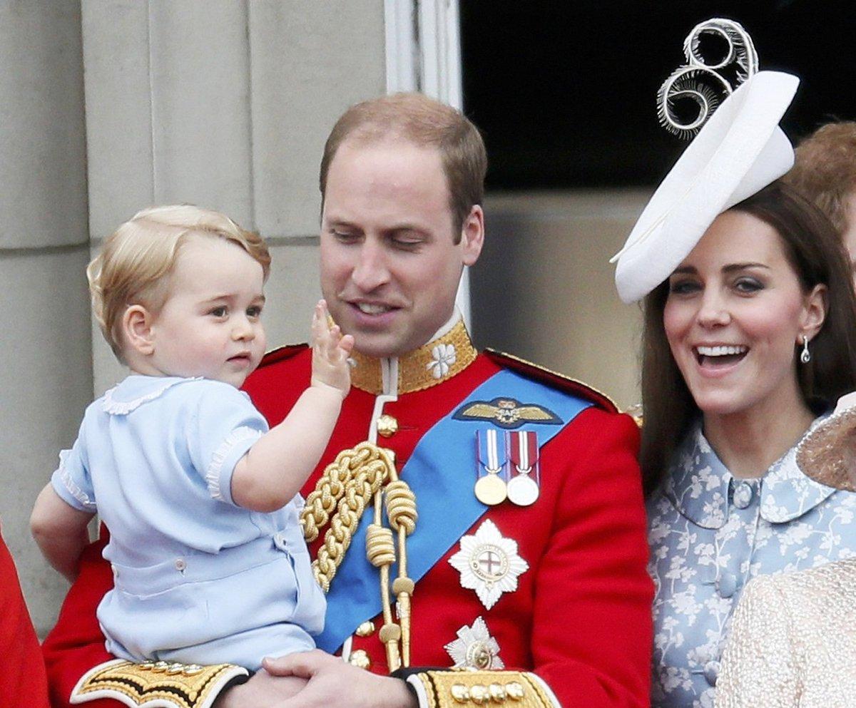 Princ William s Kate a se synem Georgem.