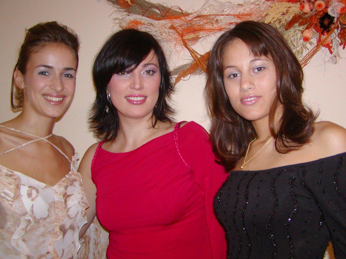 S mladšimi kolegyněmi v roce 2003