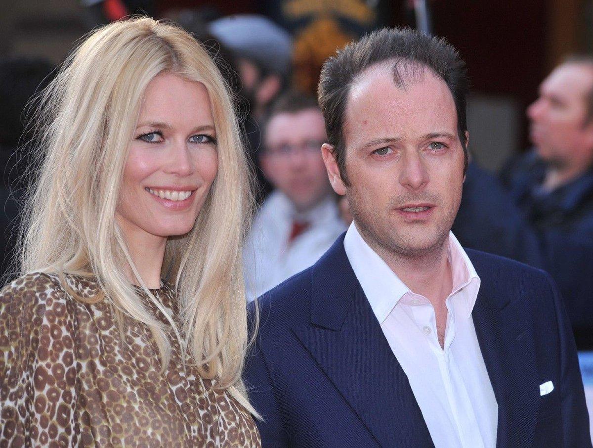 V roce 2002 se provdala za producenta Matthewa Vaughna