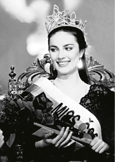 V roce 1989 získala korunku krásy.