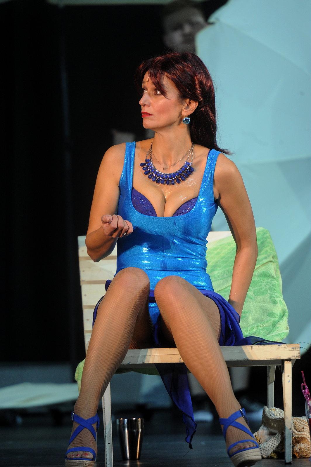 Adéla Gondíková jako výstřední milionářka Tanya v muzikálu Mamma Mia!