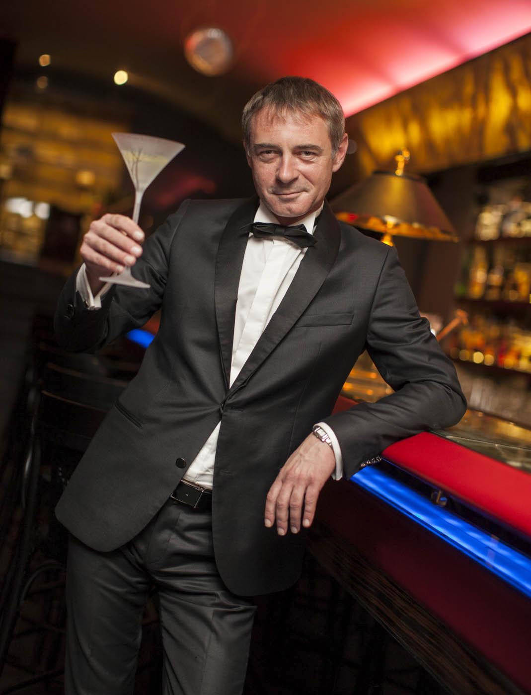 Jiří Dvořák propůjčující hlas Craigovi se drink naučil míchat.