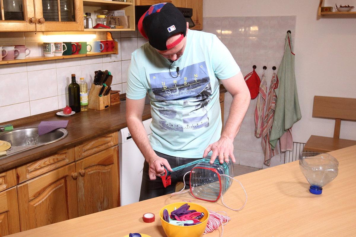 Láďa Hruška dělá košíček