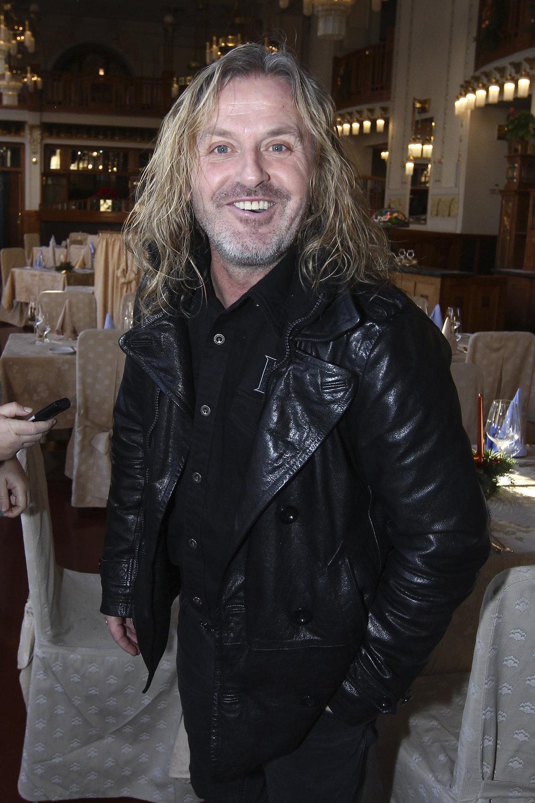 Frontman kapely Kabát Pepa Vojtek.