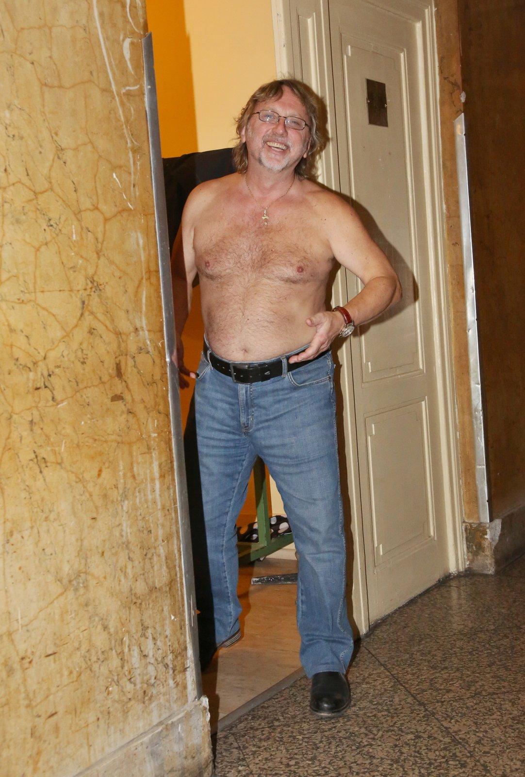 Janda nahý od pasu nahoru. To chcete!