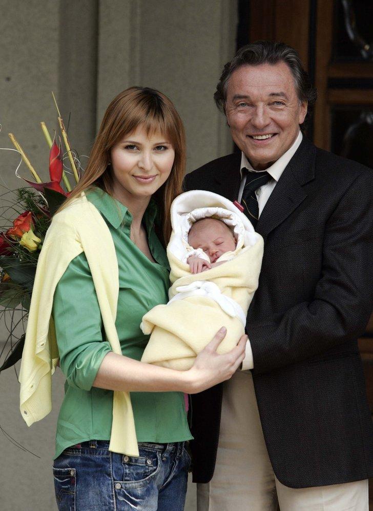 2006 - Po narození dcerky Charlottky.