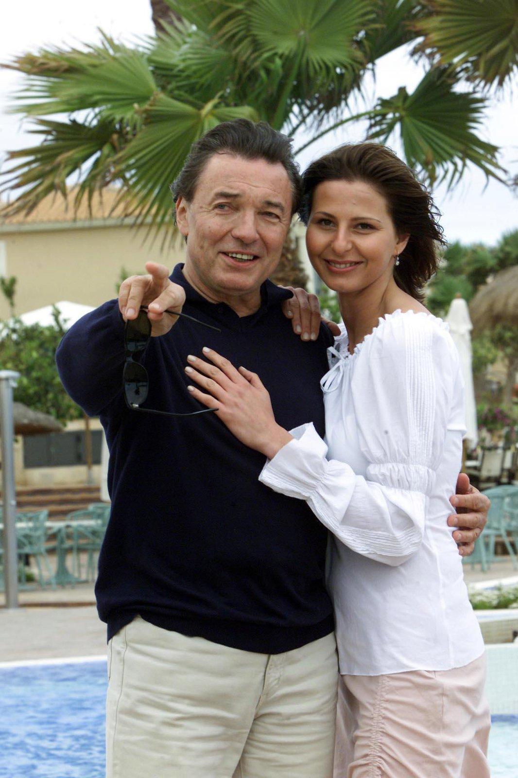 2001 - První oficiální dovolená s Gottem. Odletěli spolu na ostrov Menorka.
