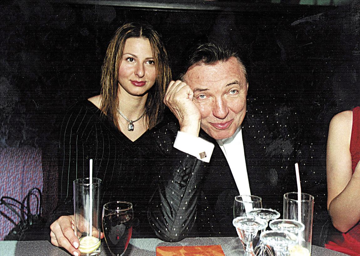 2002 - Ivana s budoucím manželem na dražbě svatebních šatů.