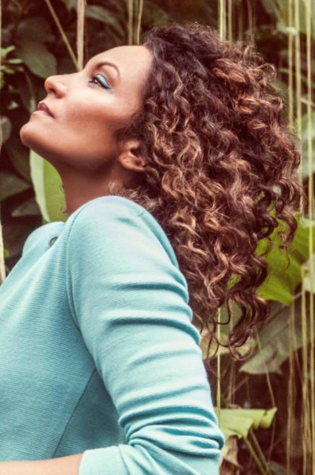 Lejla Abbasová má zesvětlené vlasy.