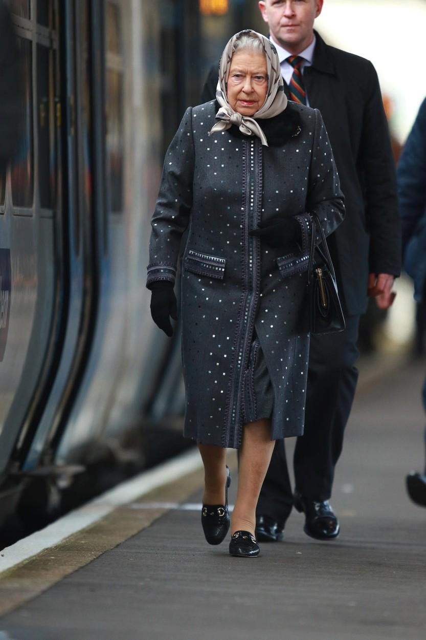 Královna Alžběta II. jela vlakem.
