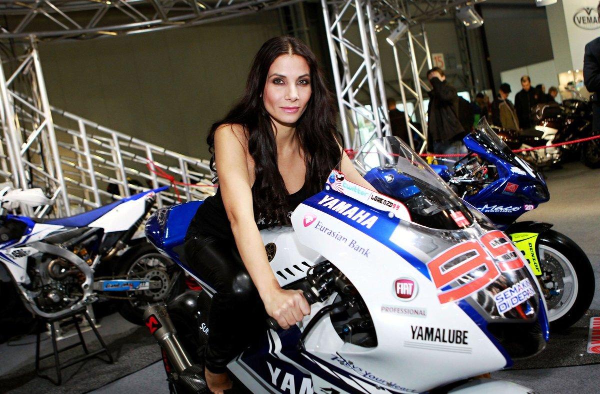 Eva Decastelo miluje motorky.