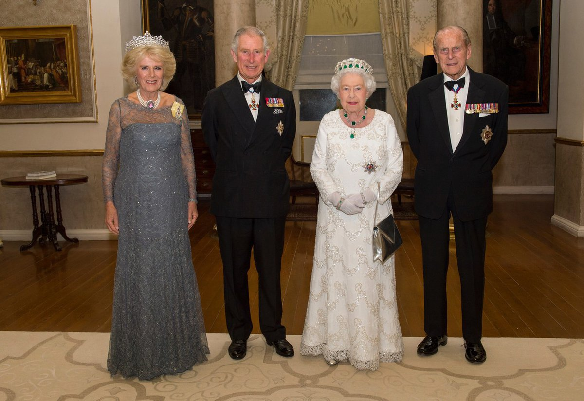 Královna Alžběta II. se svým manželem spolu se synem Charlesem a jeho ženou, vévodkyní Camillou.