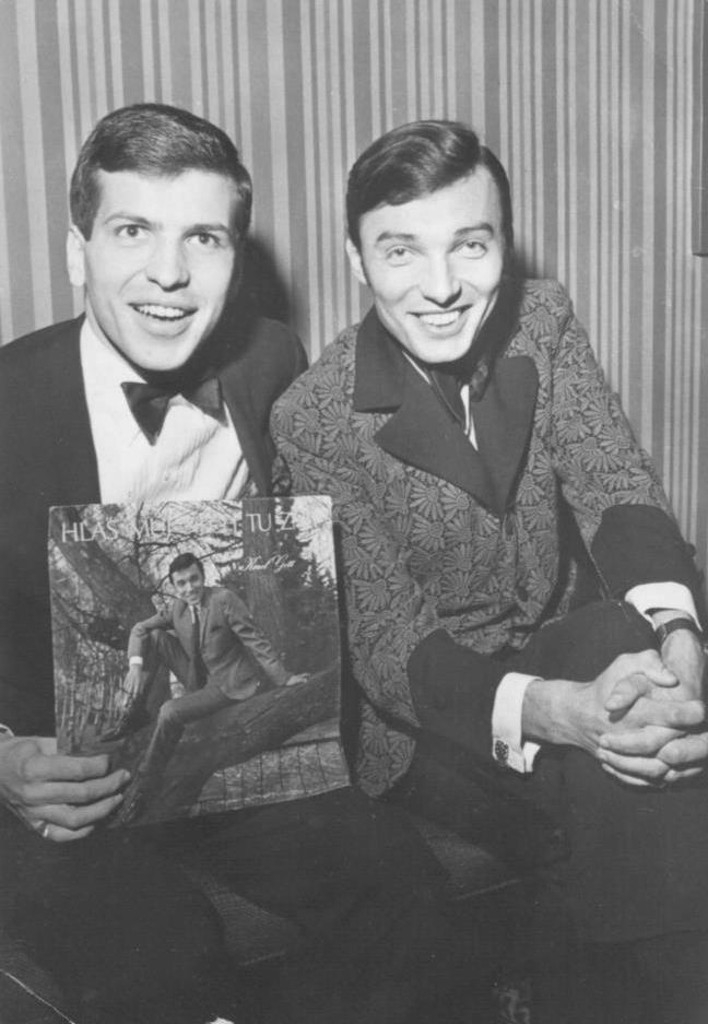 Gott a Sinatra se setkali v roce 1967 v Las Vegas. Karel mu tehdy předal svoji aktuální gramodesku Hlas můj nech tu znít.
