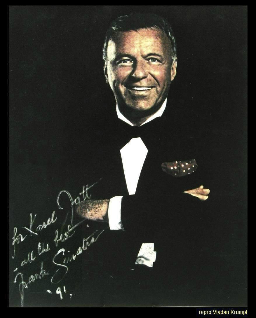 Takto se otec juniora, slavný Frank Sinatra, Karlovi podepsal. Fotografii přivezli Gottovi z Vegas v roce 1991 jako dárek jeho kamarád, zpěvák zvaný Doktor swing, Arnošt Kavka.