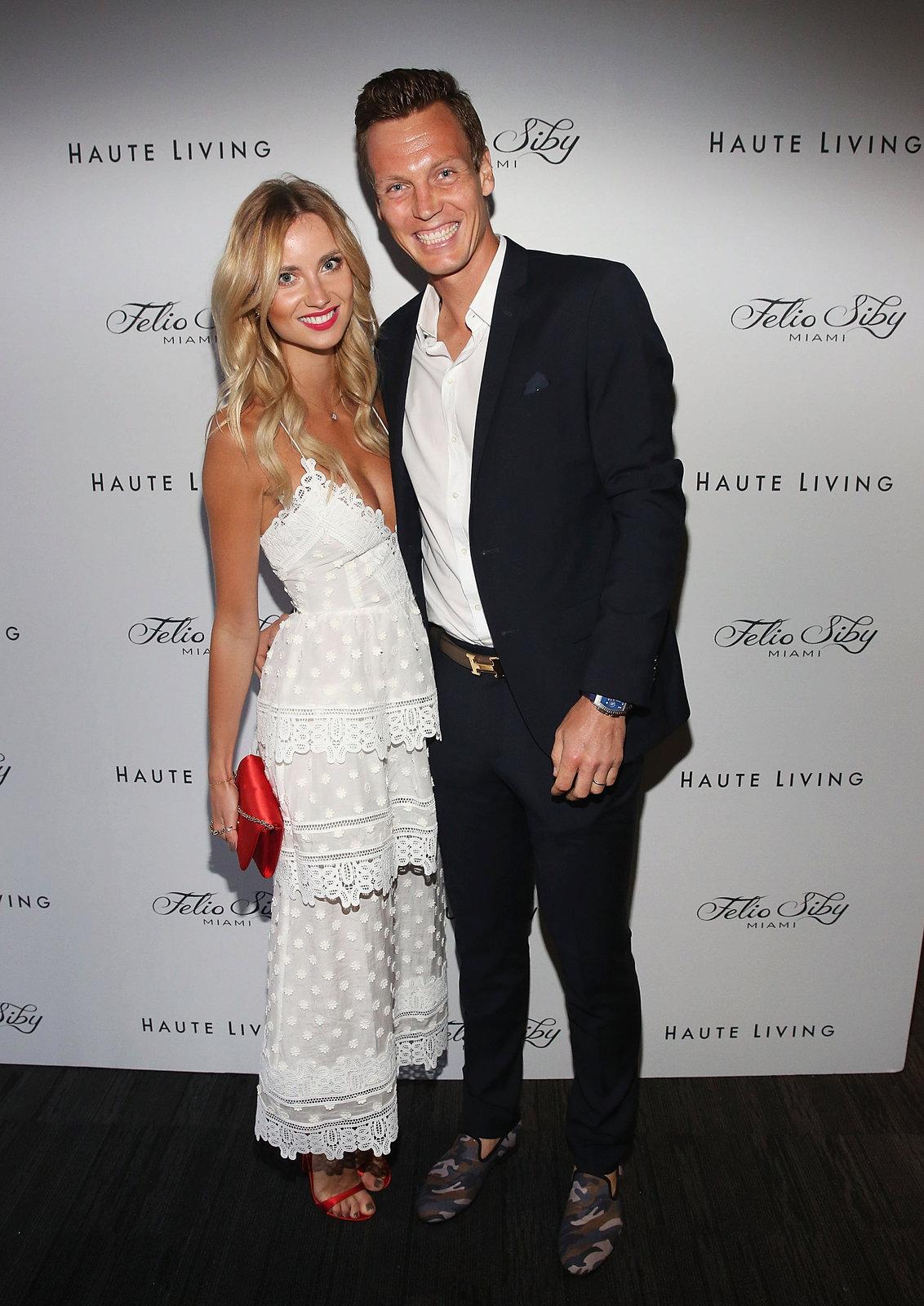Manželé Berdychovi na miamské prezentaci módní značky Felio Siby, jejíž hodinky tenista nosí.