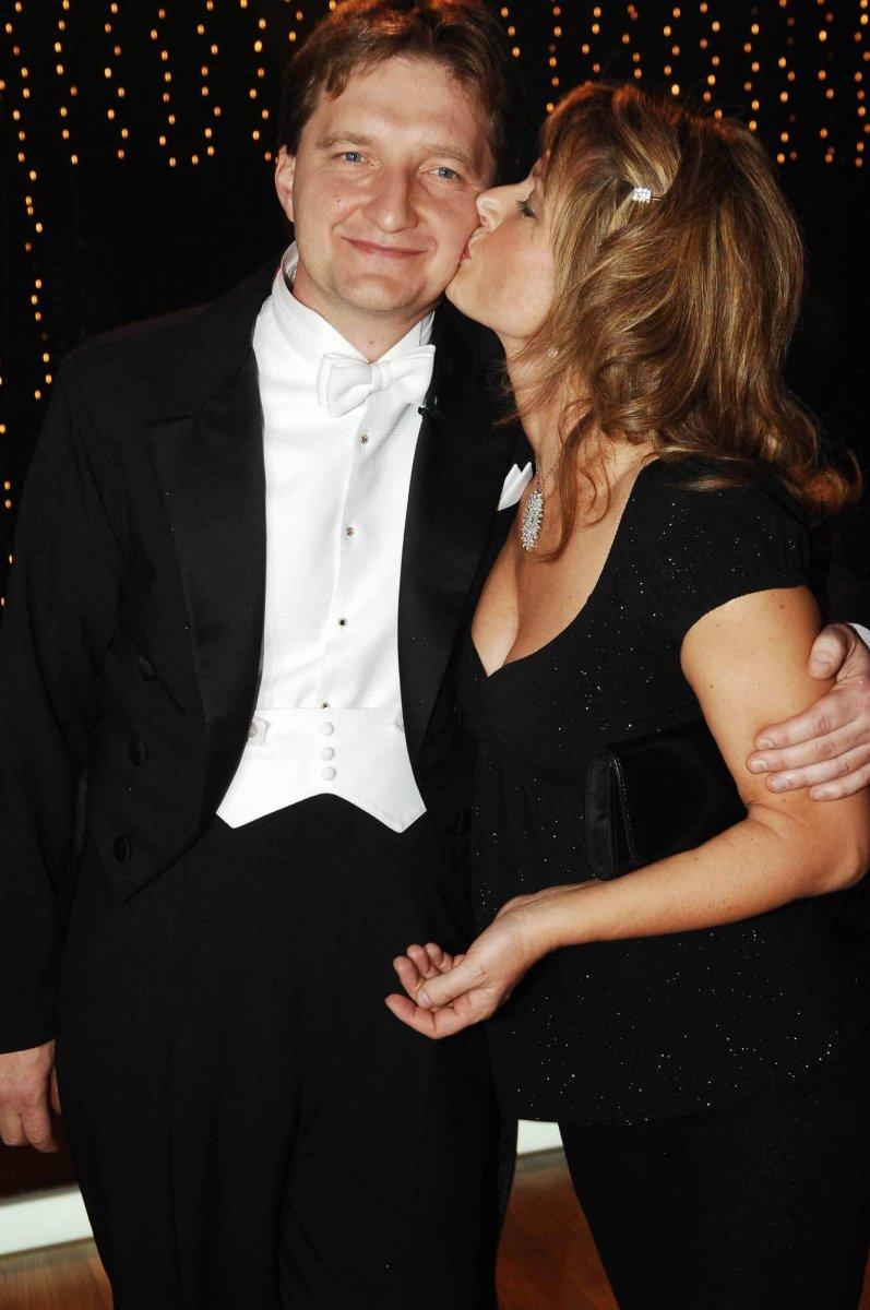 Při polibku od manželky Jaromír Bosák evidentně taje.