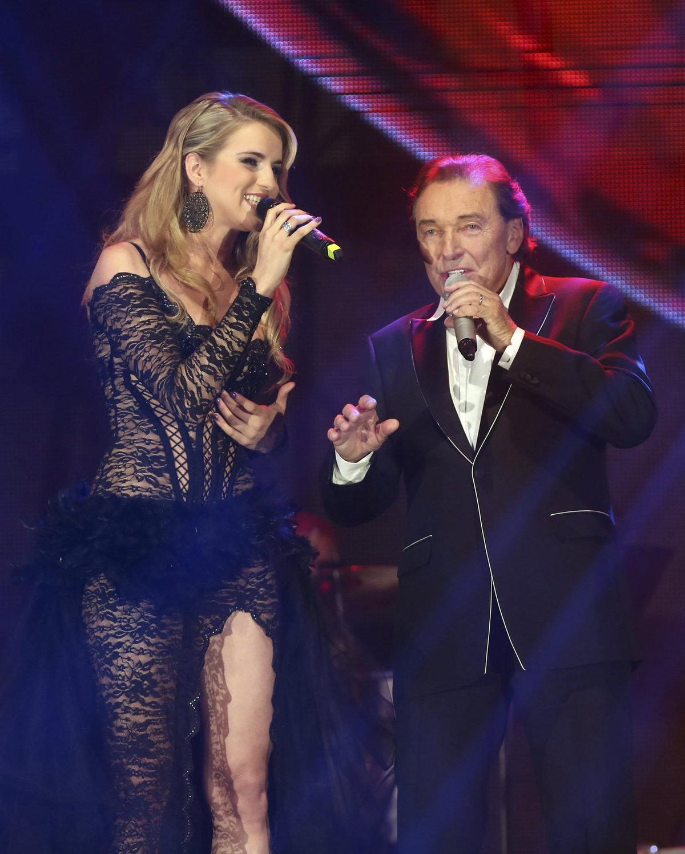 Gábina byla hostem na turné Karla Gotta. V rámci něj zpívali duet Nic nás nezastaví.