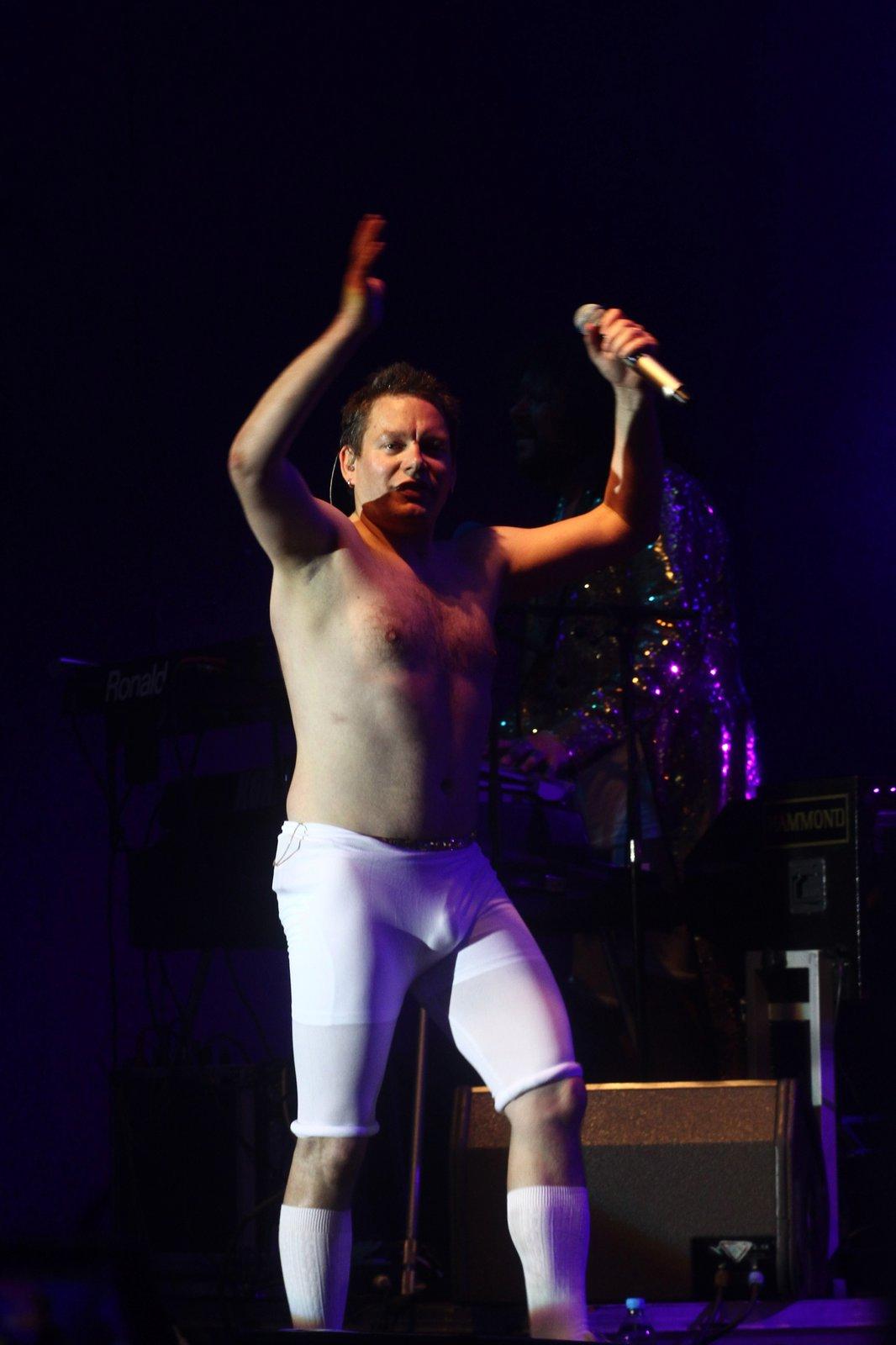 Matěj Ruppert řádil na pódium v bílých elasťákách.