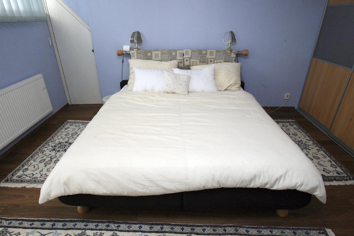 Bydlení Petra Jandy ve Stříbrné Skalici: Ložnice