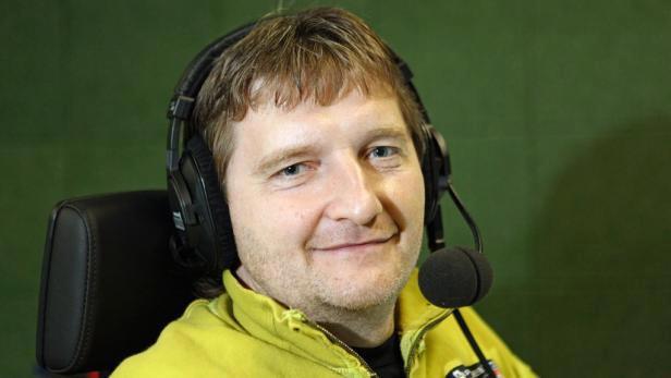 Fotbalový komentátor Jaromír Bosák.