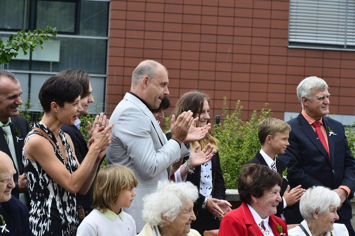 Petr Rychlý novomanželům tleskal.