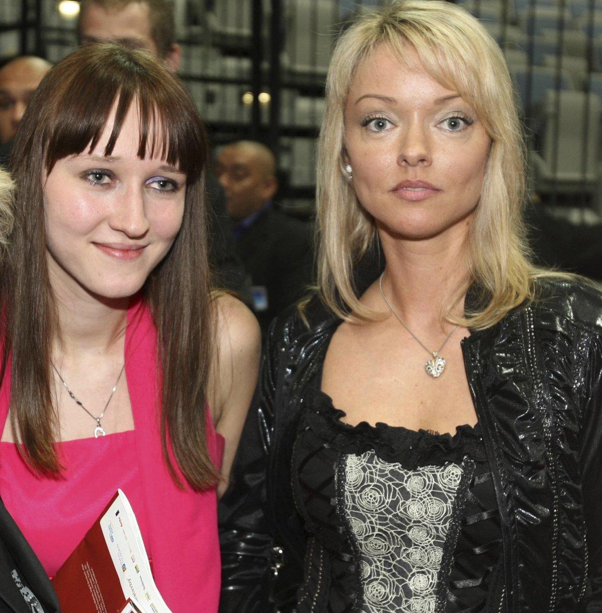 Dvě nejstarší dcery Karla Gotta, Lucie (vlevo) a Dominika.