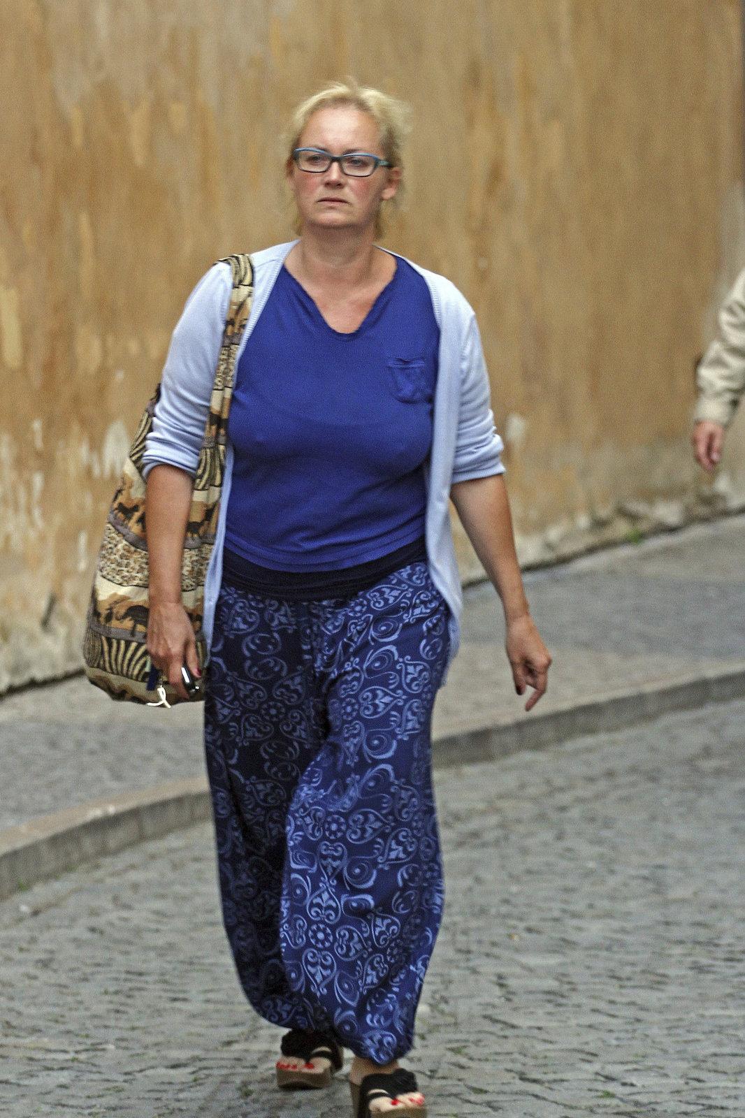 Zuzana Slavíková se v parných dnech nabalila do dlouhých kalhot a svetru.