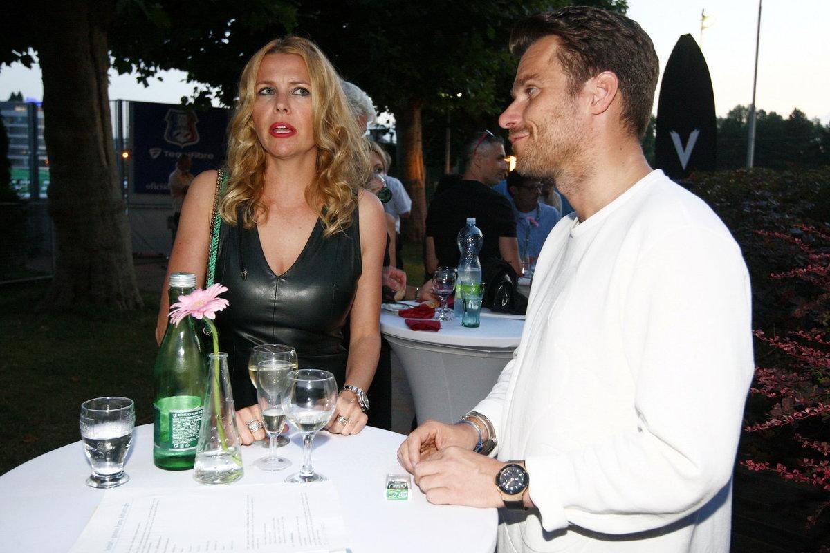 Jana Štefánková popíjela víno.