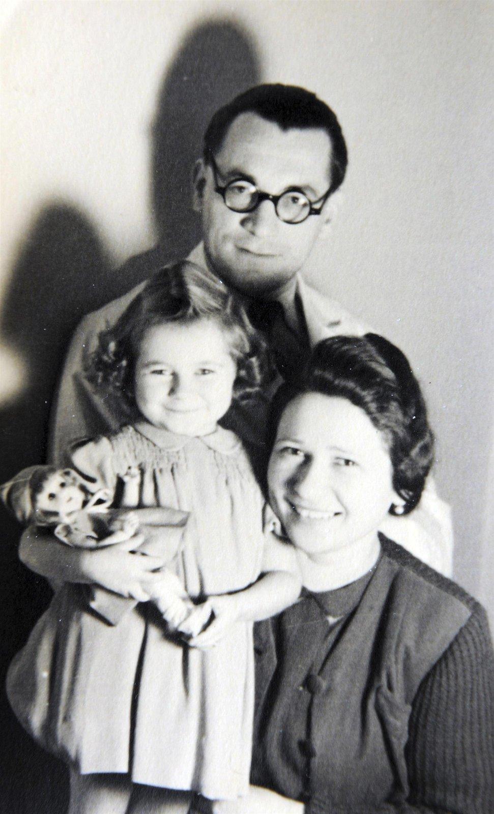 Aťka Janoušková s rodiči.