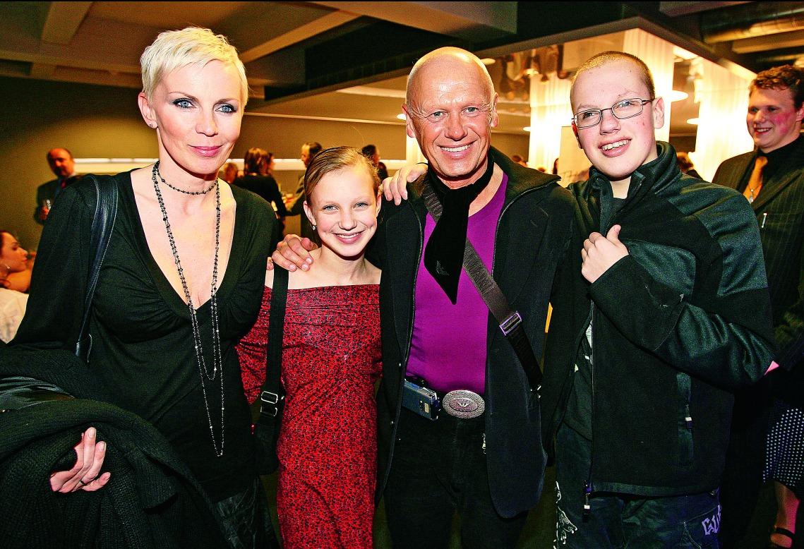 Kateřina s dcerou Kristýnou, synem Filipem a exmanželem Jiřím Kornem.