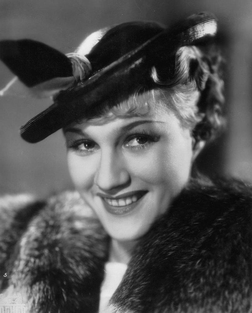 Adina Mandlová se narodila 28. ledna 1910 v Mladé Boleslavi