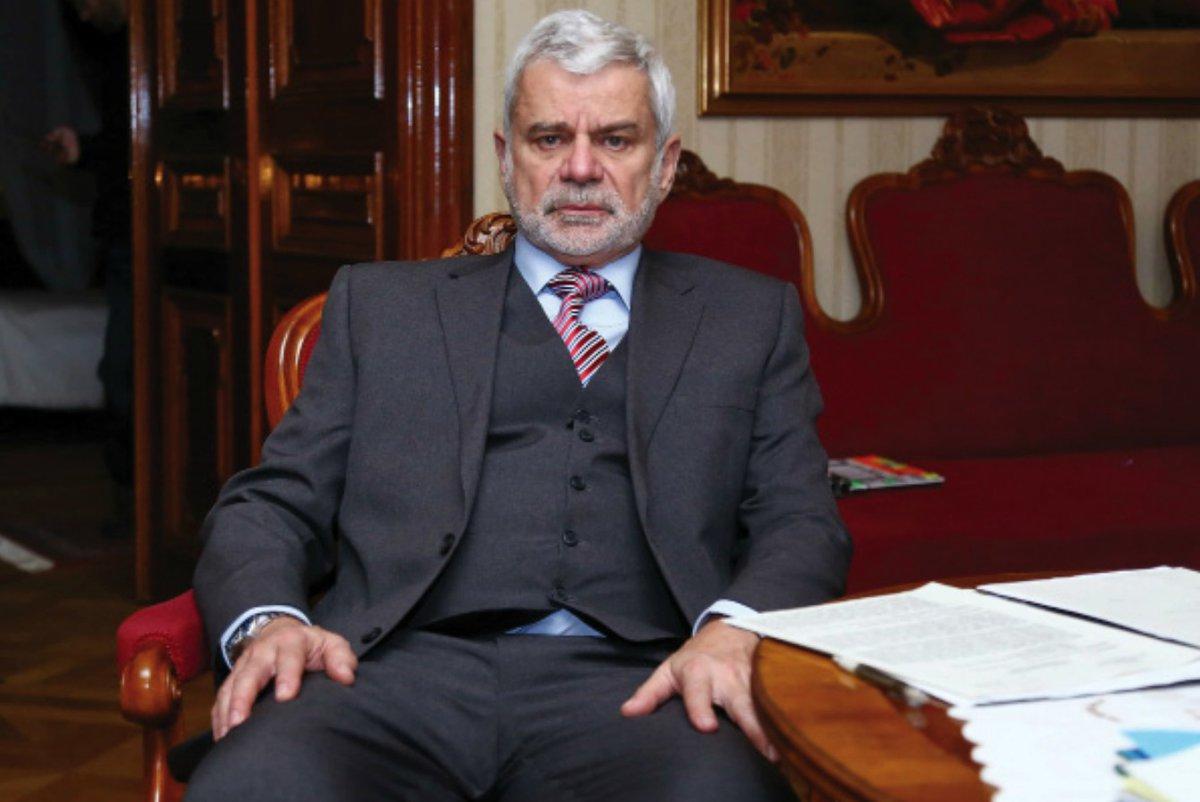Seriál TV Prima Mordparta: Senátor Langer v podání Petra Štěpánka.
