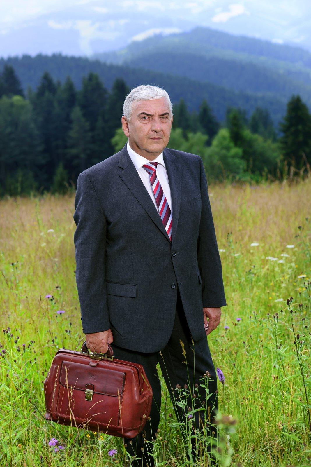 Začíná druhá řada seriálu Doktor Martin s Miroslavem Donutilem, Jitkou Čvančarovou, Vilmou Cibulkovou nebo Marií Doležalovou.
