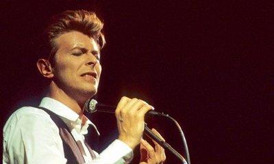 Podivné album. David Bowie desku Toy nahrál před deseti lety, ale producenti a studio ji tenkrát odmítli vydat. Nyní deska prosákla na internet