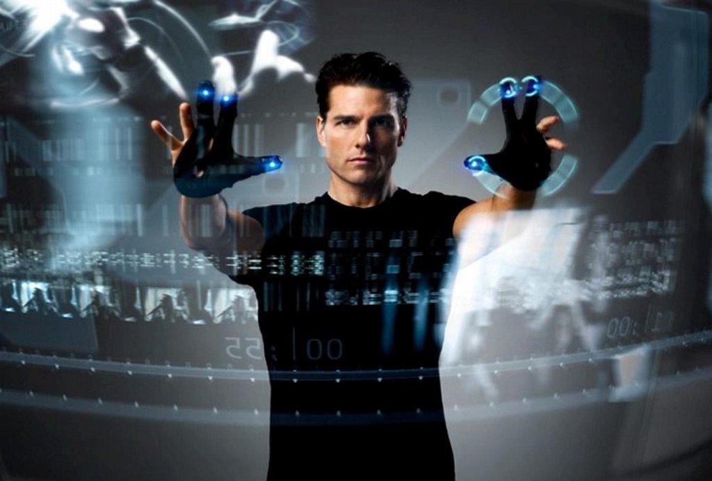 Tom Cruise ve filmu Minority Report ovládá počítač pomocí gest. (Foto: Profimedia)