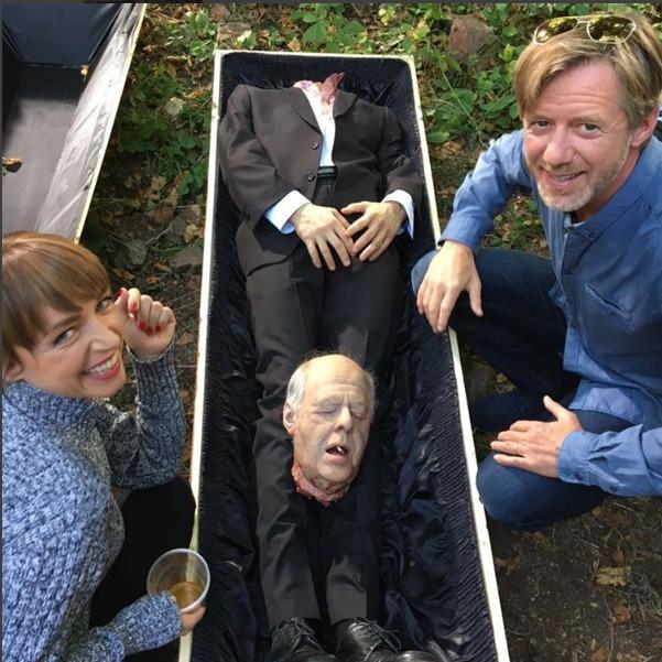 Tatiana Vilhelmová a Jiří Langmajer s mrtvolou, která ztratila hlavu...