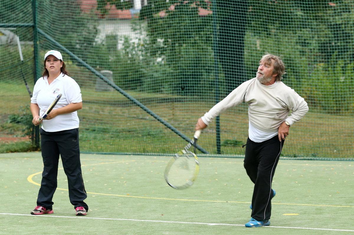 Roman Skamene si zahrál tenisovou čtyřhru s dcerou.