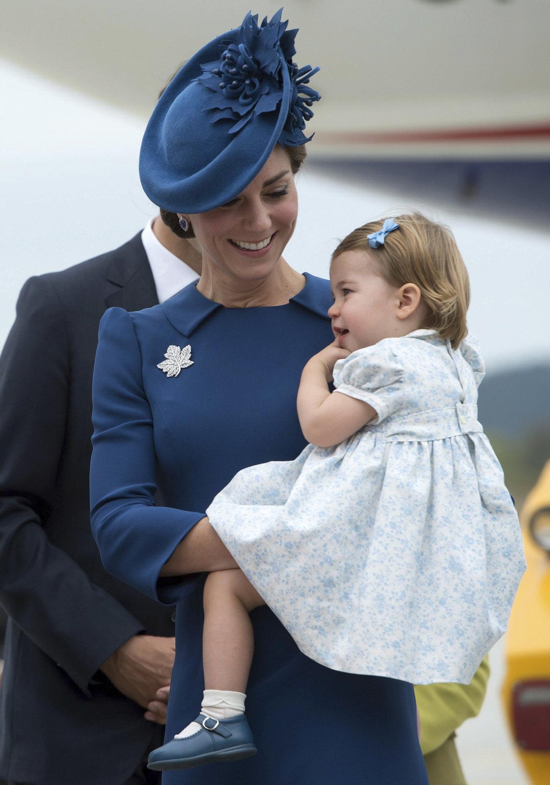 Princ William s manželkou a dětmi po příletu na návštěvu Kanady.