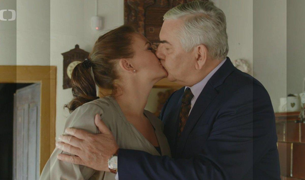 Jitka Čančarová přirovnala líbání s Donutilem v seriálu Doktor Martin olíznutí krávou.