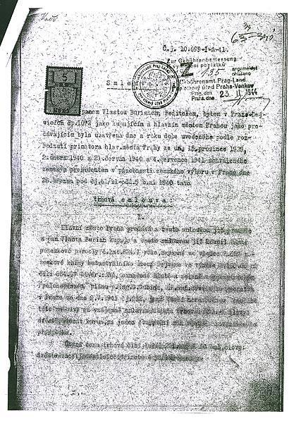 Smlouva už je po 75 letech těžko čitelná.