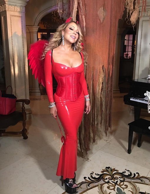 Mariah Carey slavila Halloween v sexy šatech.