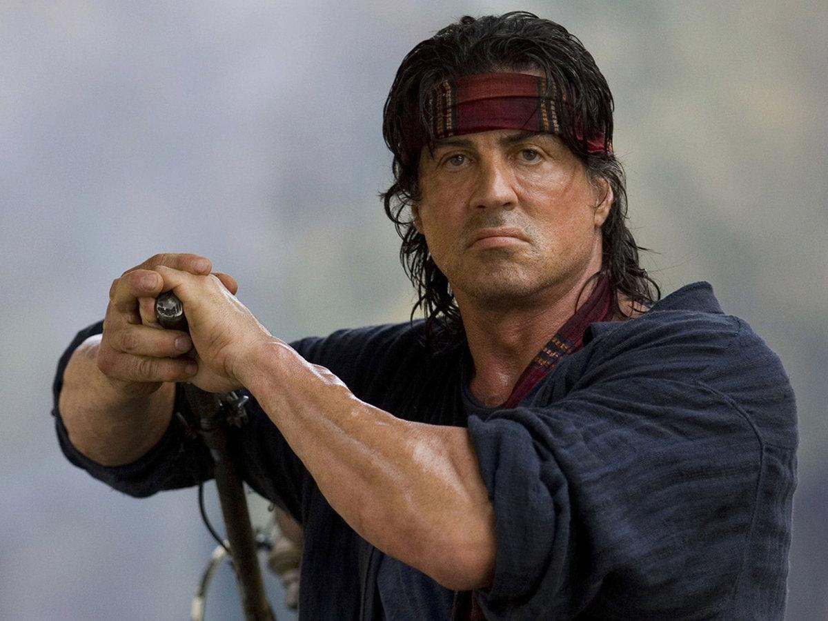 Sylvester Stallone jako válečný veterán Rambo.