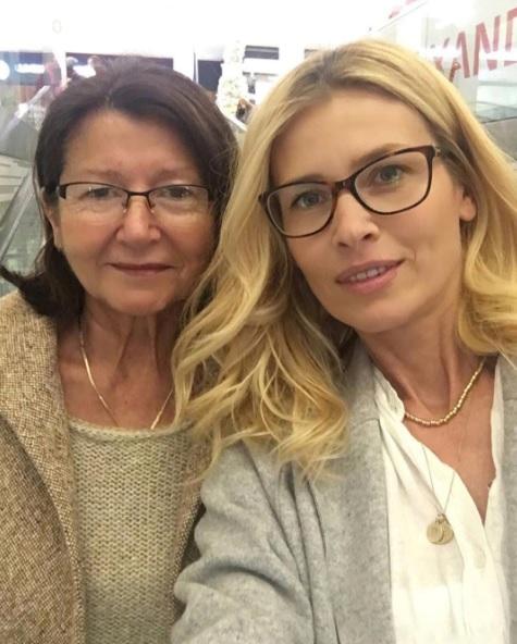 Daniela Peštová vyvedla maminku do kina.