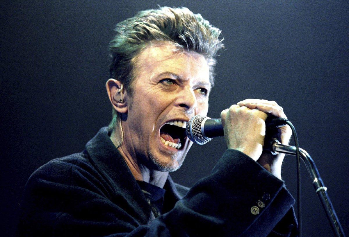 David Bowie je stále populární i po své smrti.