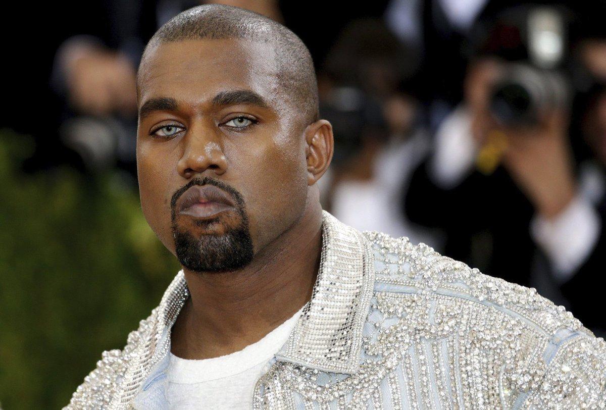 Kanye West se zhroutil a skončil v nemocnici.