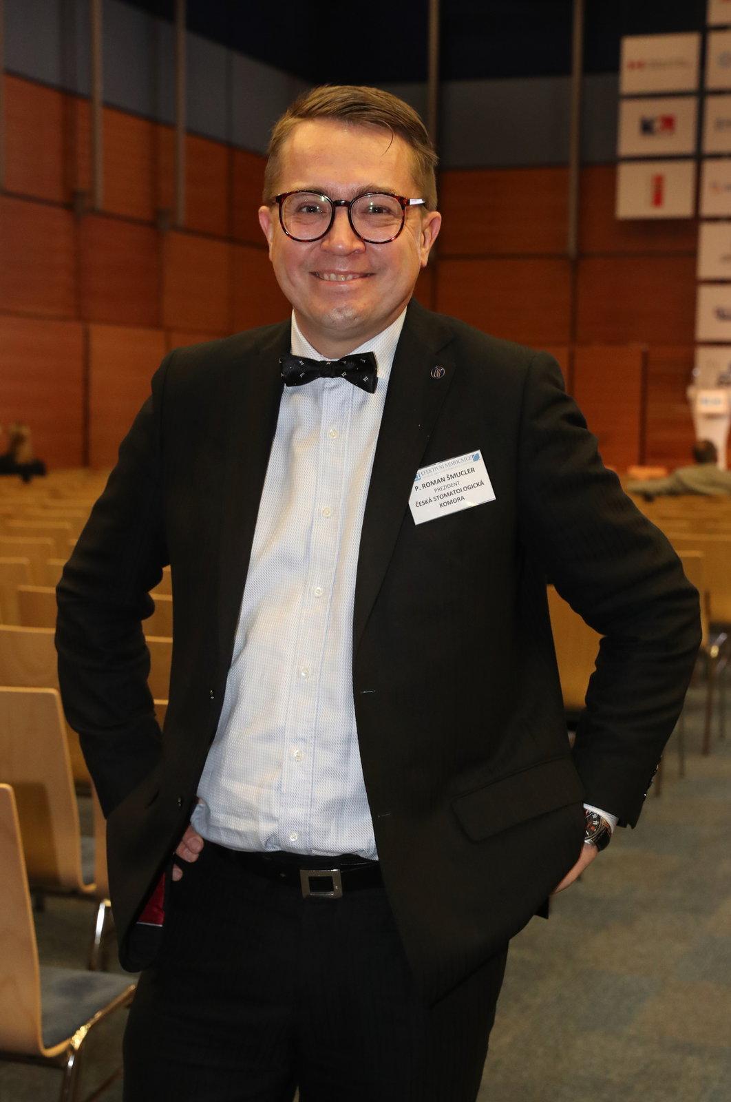 Roman Šmucler, stomatochirurg, moderátor, vysokoškolský pedagog, podnikatel