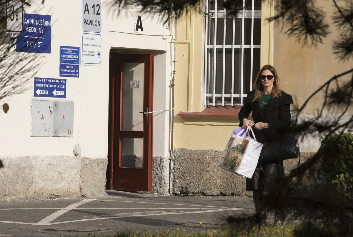 Listopad 2015. Ivana jezdila manžela na onkologii navštěvovat denně.