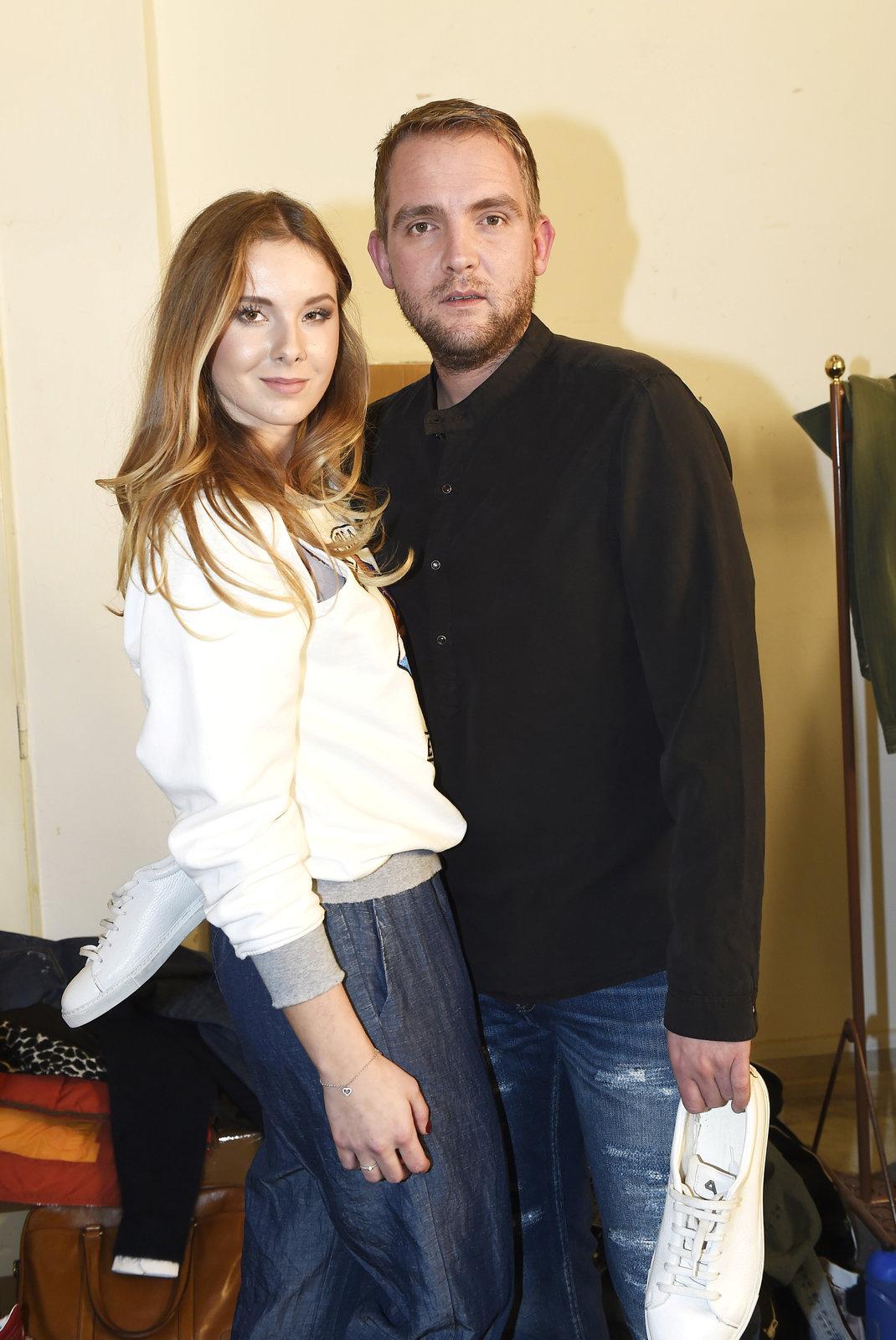 Libor Bouček s přítelkyní na módní show Met