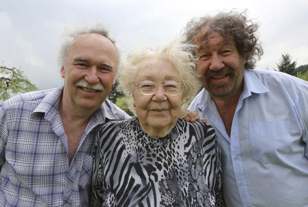 S bratrem Pavlem a zesnulou maminkou.