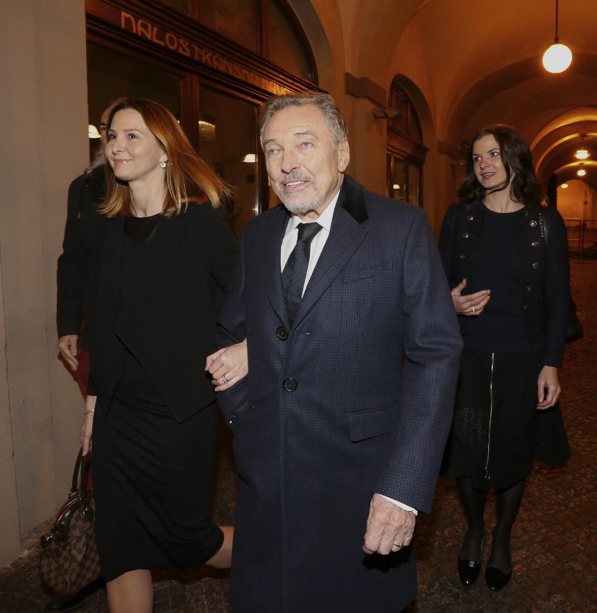 S Karlem a Ivanou Gottovými přišla i Mistrova mluvčí Aneta Stolzová.